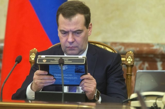 Медведев забанил Навального …