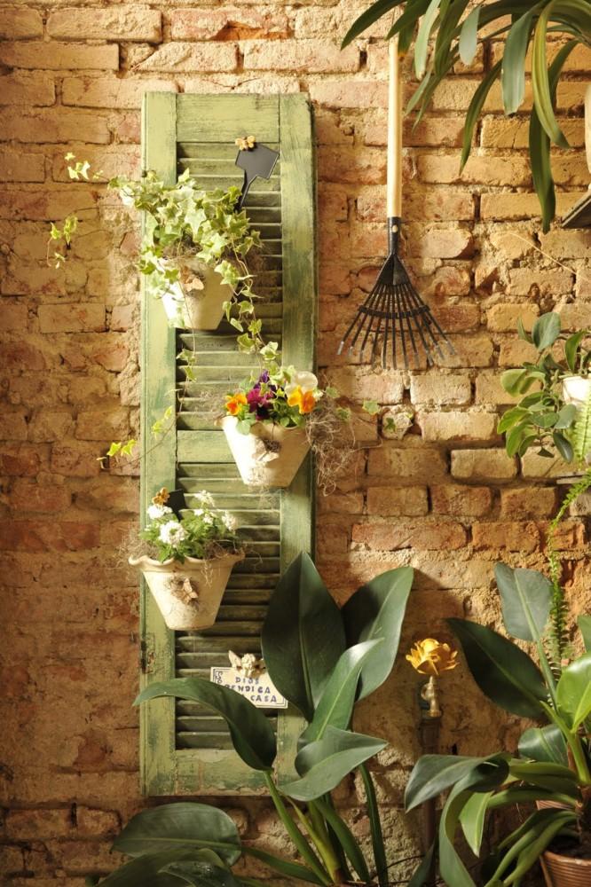 Декора стены своими руками для сада