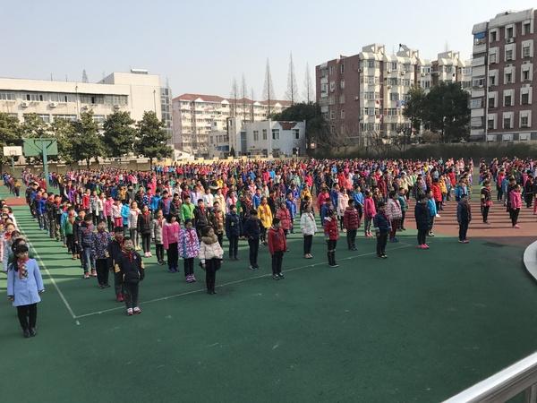 Всем привет от Светы из Китая! Я русская.  Работаю  учителем в местной школе