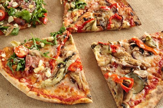 Чудесная пицца для всей семьи готова