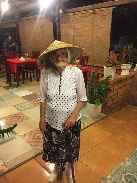 89-летняя бабушка путешествует по всему миру на свою российскую пенсию