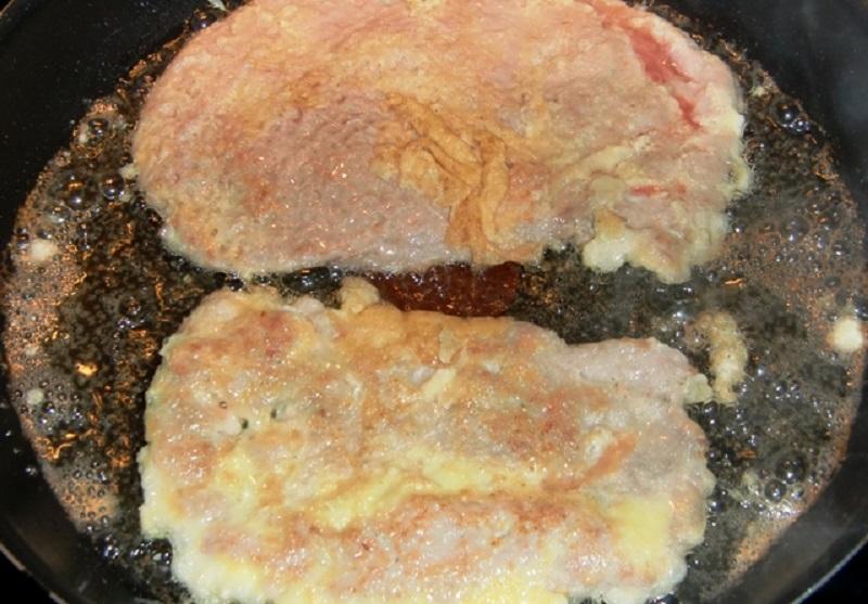 Покупаю мясную вырезку режу на кусочки и готовлю кляр… Эконом-блюдо на все времена
