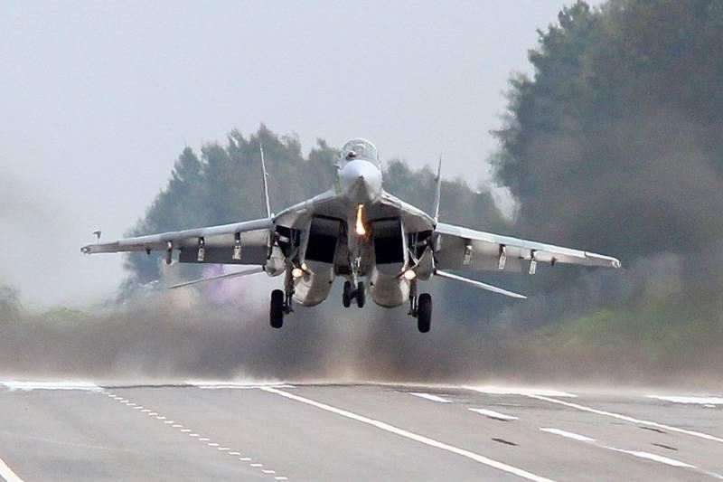 Учебный бой из кабины МиГ-29 (видео)