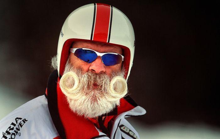 Мальчуган как заорет: — Мама, смотри, Дед Мороз! А мама ему...