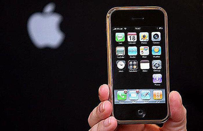 Так выглядел первый iPhone.
