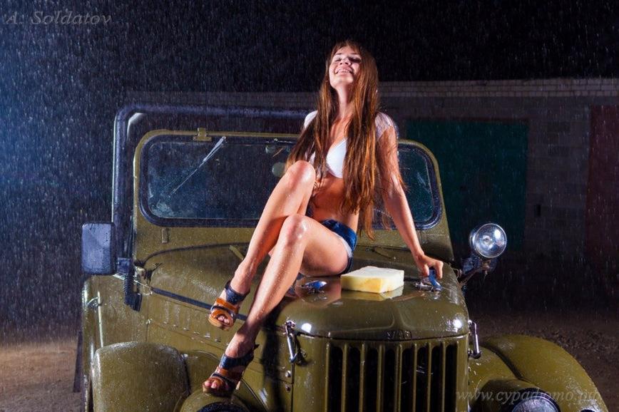 девушка голая за газ