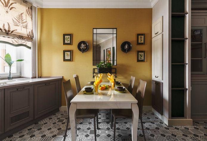 Желтые обои в интерьере кухне