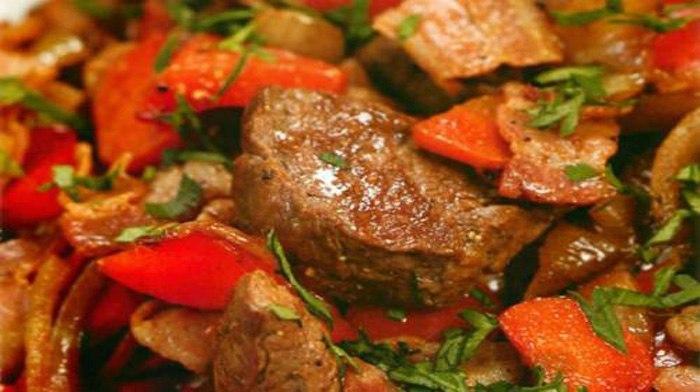 Мясо по-императорски. Название говорит само за себя! Мясо получается фантастически вкусным!