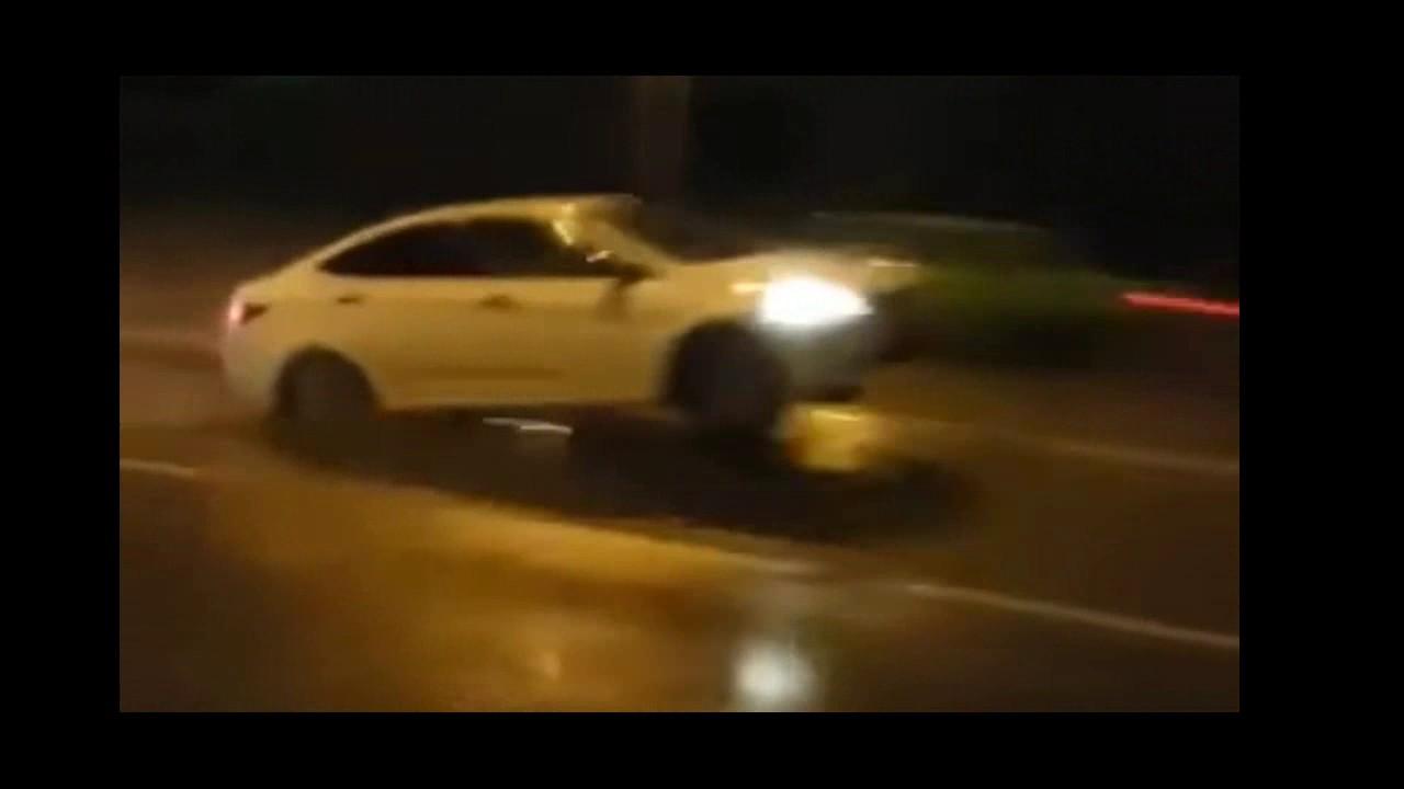 Как автомобили подпрыгивают на русских дорогах: видео дня