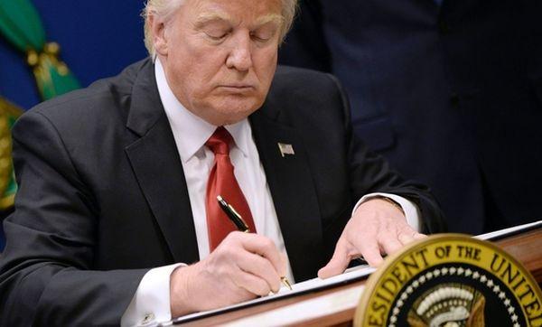 Трамп требует отИрана вернуть граждан США игрозит «последствиями»