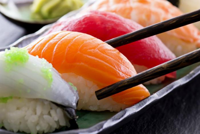 Традиционные японские суши. | Фото: objor.com.