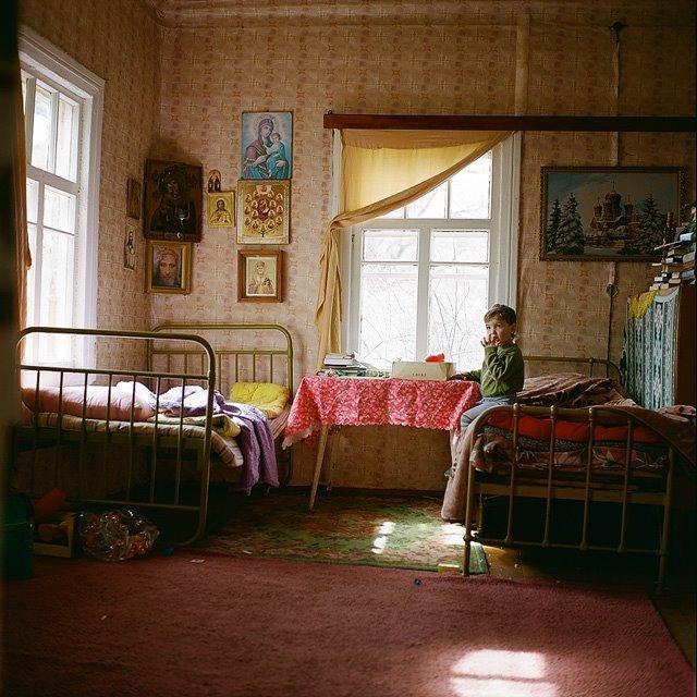 Ваня дома Изборск, варвара лозенко, русская деревня, фотография