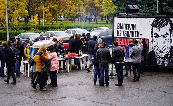 Саакашвили возмутили проводы с шашлыками: «они застрянут у вас в горле»