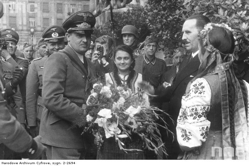 О том, як украиньцы в оккупации фашистов пэрэмогали.