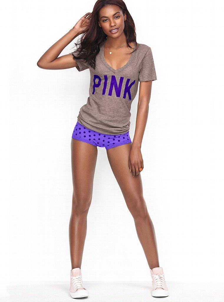 Кокетливая Шарам Диниз  в фотосессии для Victoria`s Secret Pink