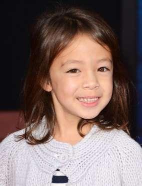 ОБРИ АНДЕРСОН-ЭММОНС родилась в 2007 году, а в 2011-ом получила свою первую роль в третьем сезоне «Американской семейки», сыграв Лили. Благодаря этому шоу она заработала 1 млн долларов, а ведь ей всего девять лет!