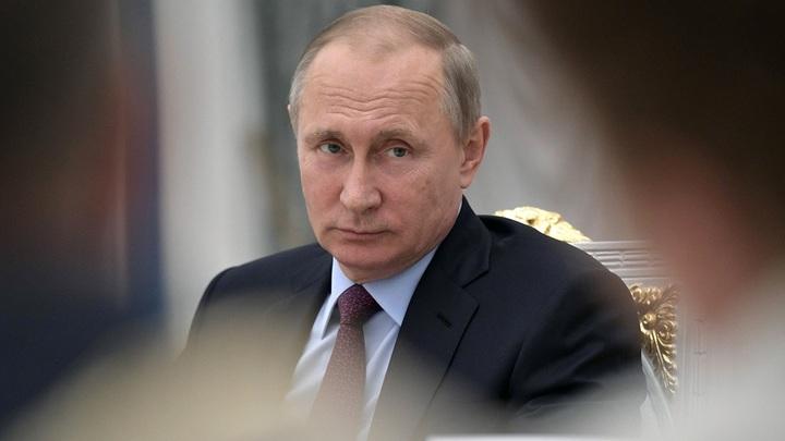 Украинские «эксперты» недовольны: Макрон не смеет разговаривать с Путиным!