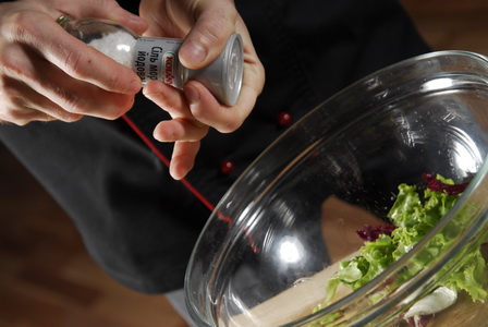 пошаговый рецепт приготовления куриной грудки, фаршированной орехами - шаг 10