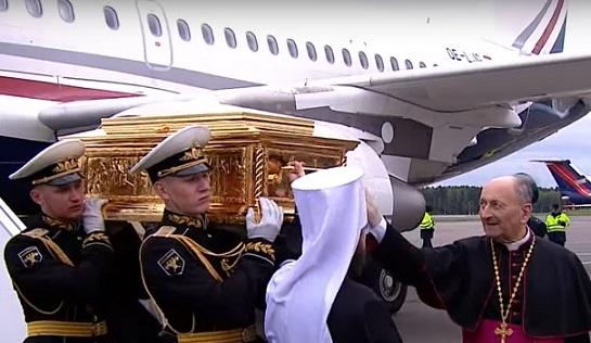 Мощи Николая Чудотворца спецрейсом доставлены вМоскву