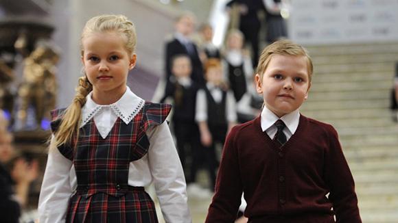 100% российский продукт: Минпромторг поддержит производство синтетической школьной формы из нефти