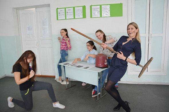 Любовь Штефан (справа) с учениками