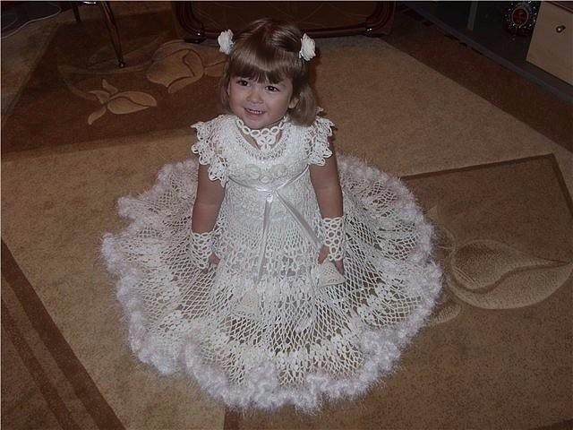 Связала дочке платье на праздник в садике.