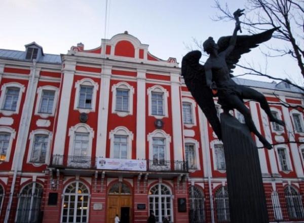 Университет, основанный Петром I, хотят перенести нанамывные территории