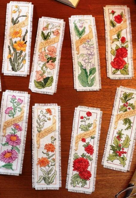 Вышивка крестом — симпатичные закладки с цветами