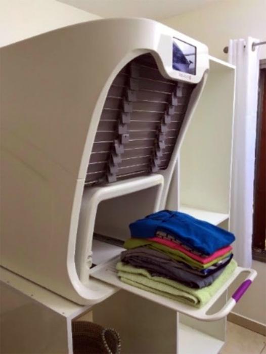 Машина для отпаривания и складывания рубашек FoldiMate.