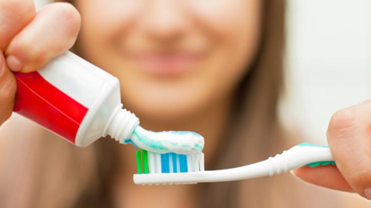 Чистить зубы — до или после завтрака?