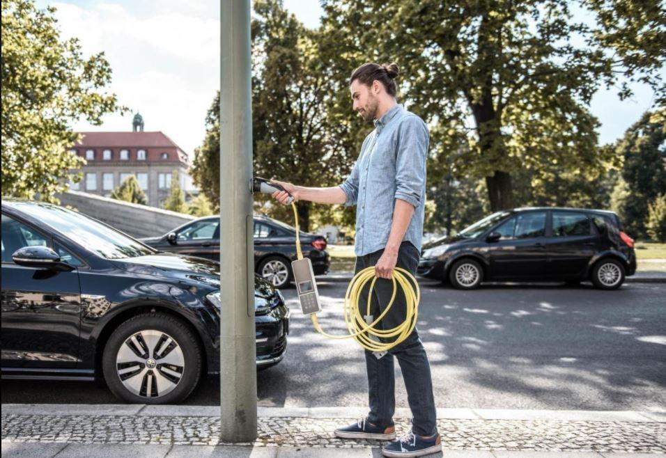 Для зарядки электромобилей придумано уникальное решение