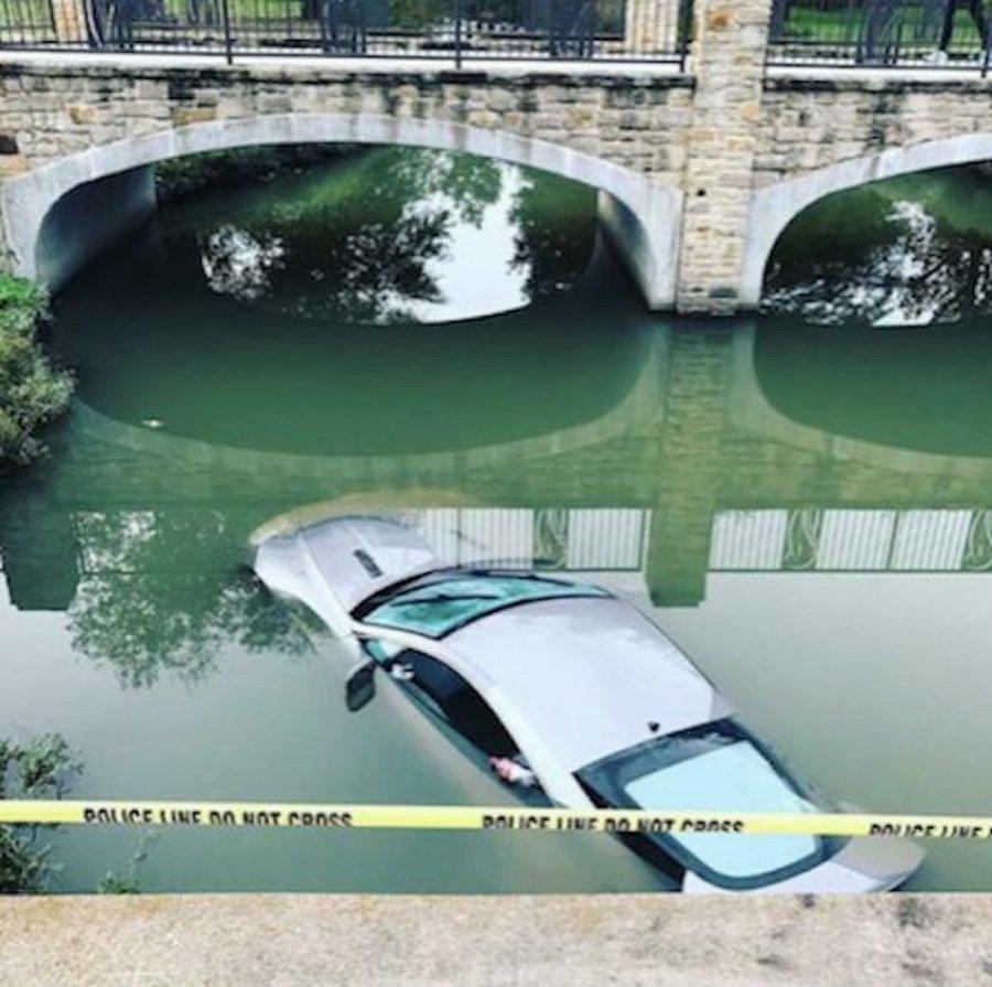 Подростки утопили папин  Aston Martin