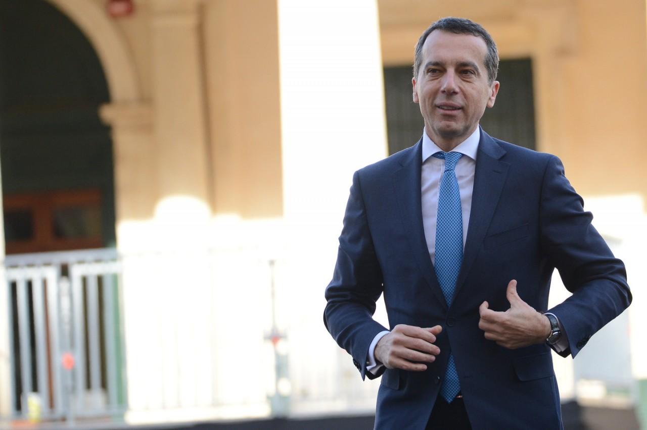 Канцлер Австрии предложил снять санкции с России
