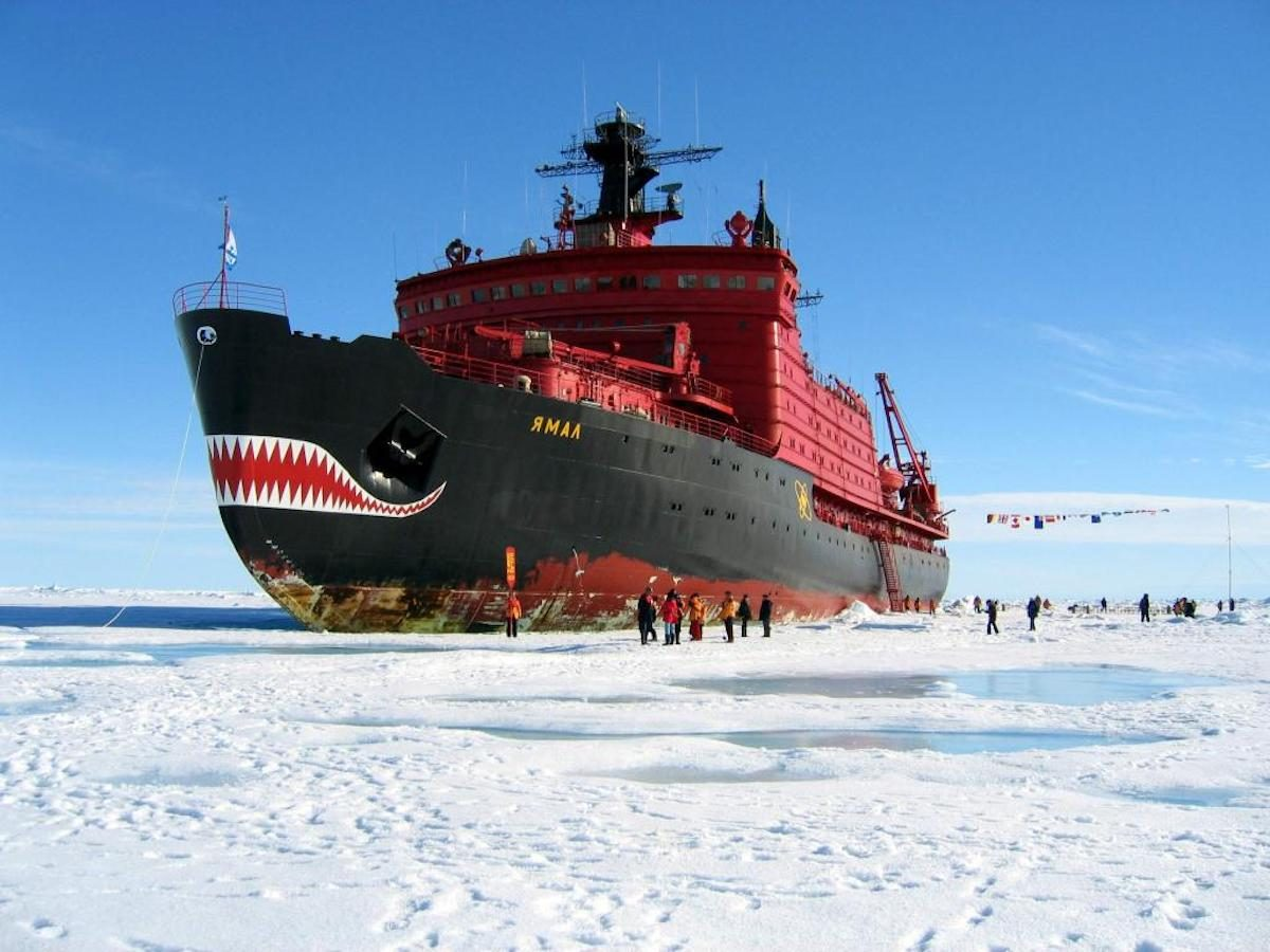 Россия строит вооружённые лазерами атомные боевые ледоколы