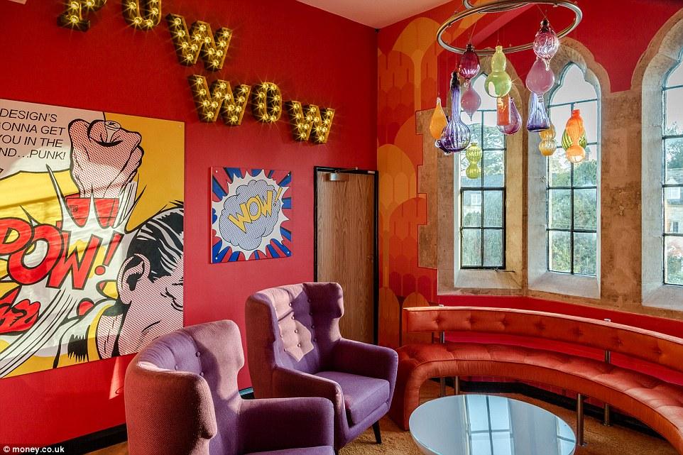 Бизнесмен переделал свой замок в Великобритании, чтобы превратить его в лучший офис в стране