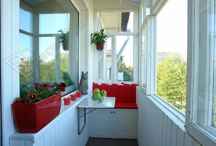 Идеи интерьера и отделки маленького балкона. Звезды новогодние из потолочной плитки!