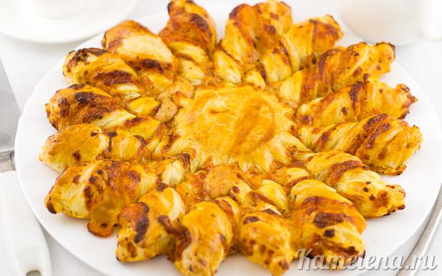 Оригинальный пирог «Солнце» с сыром