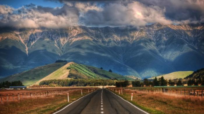 Дорога ведущая в горы.