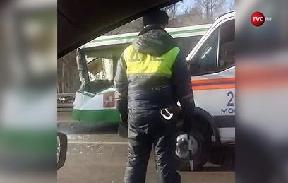 Восемь человек пострадали в ДТП с автобусом и грузовиком в Москве