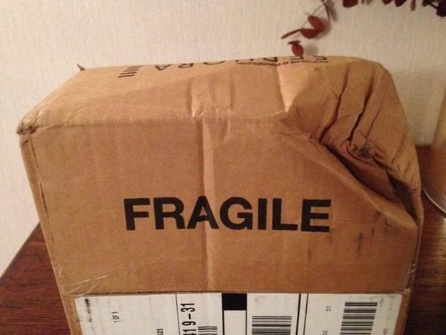"""Написано на упаковке: """"хрупкое"""" dhl, fail, fedex, доставка, доставка из ада, почта, почтовые службы, упс"""