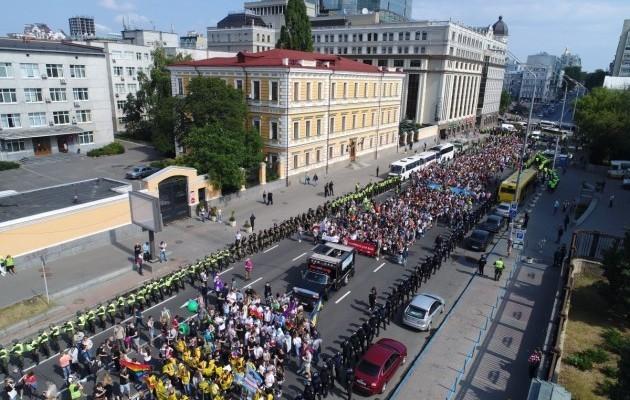 За 113 рублей каждого: Участников гей-парада в Киеве начали избивать не по-европейски после завершения акции