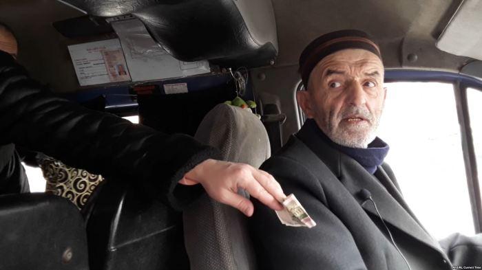 Как жители Махачкалы отблагодарили водителя маршрутки, который не берёт денег за проезд