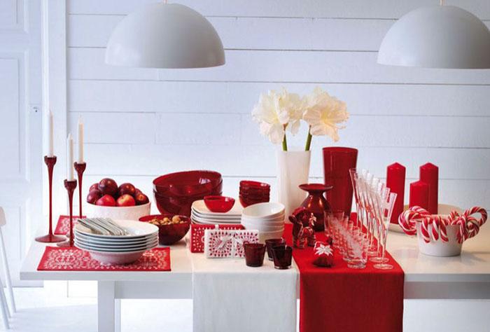 Сервировка стола в красно-белых тонах