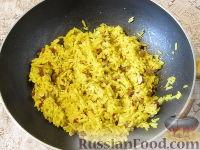 Фото приготовления рецепта: Пряный рис с изюмом и миндалем - шаг №11