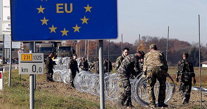 Польша решила обнести Украину стеной из колючей проволоки