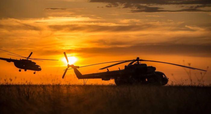 Если вертолет зависнет в воздухе, окажется ли он через 12 часов в другой части Земли
