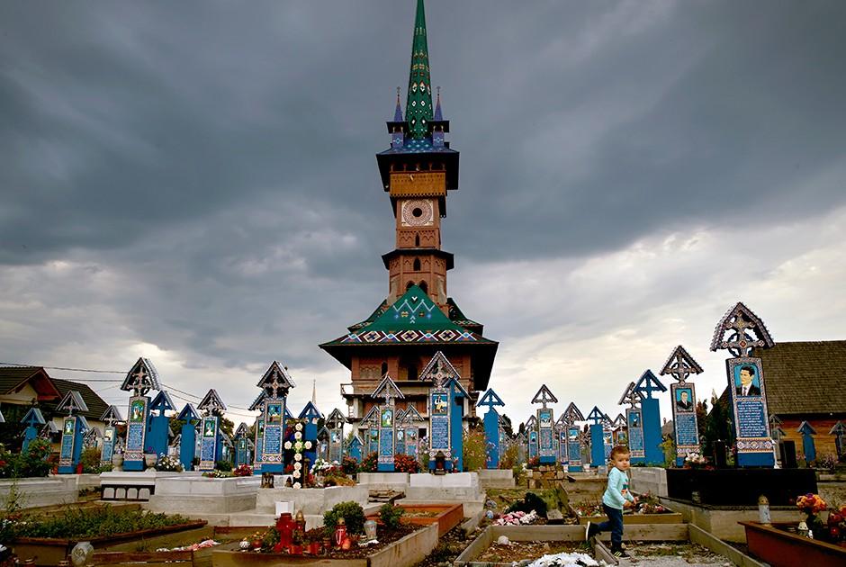 Румынское «веселое кладбище»