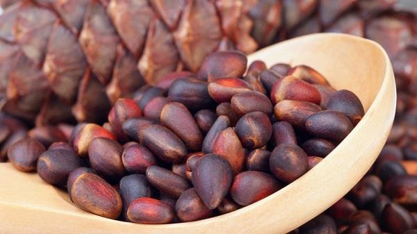 Как очистить грецкие орехи кедровые и прочие от скорлупы?