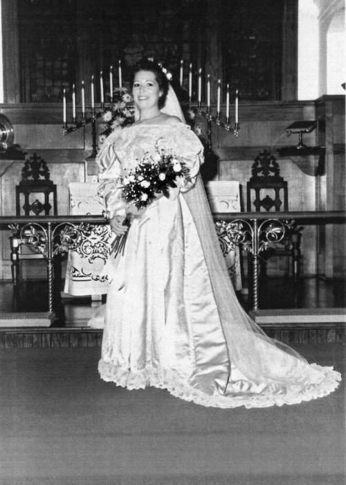 Невеста № 9: Вирджиния Кернс, которая вышла замуж за Чарльза Стиннетта в 1989 году.