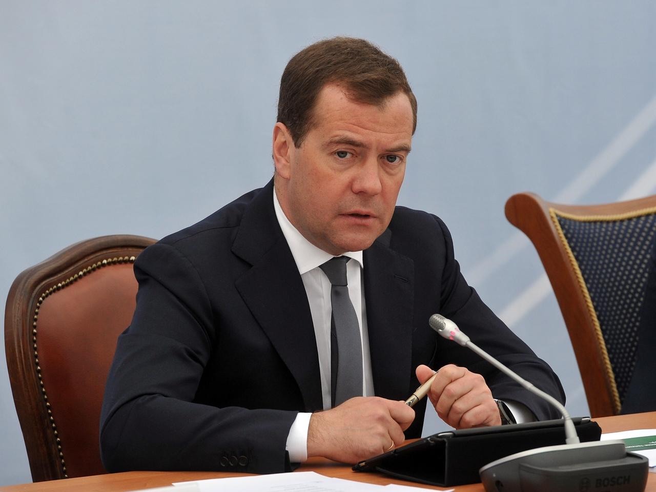 Медведев советует студентам …